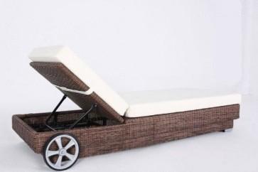OUTFLEXX stilvolle Sonnenliege mit Rollen aus hochwertigem Polyrattan in hellbraun, ca. 200x80x27,5 cm, inkl. Polster, Rückenlehne 4-stufig verstellbar, funktionale Gartenliege, komfortabel und wetterfest