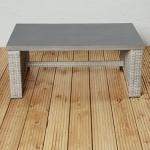 Exklusiver Poly Rattan Gartentisch Couchtisch für die Terrasse oder den Garten - Gartenmöbel für die Loungegarnitur in braun Tisch Poly Stone Platte grau