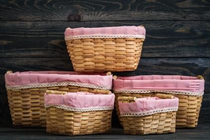 kl.körbe mit rosa innenfutter zum aufbewahren