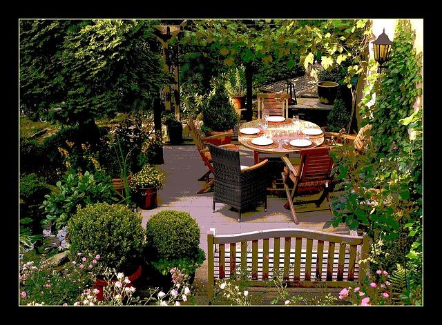 Gartenstuhl schwarz auf Terrasse