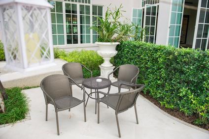 Stuhl Set schwarz auf Terrasse
